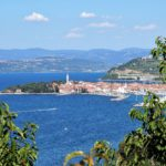 the-town-of-izola-ville-lac-eau-slovenie-travel-for-you